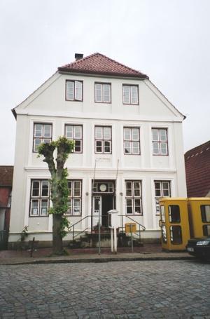 Arnis, Rathaus
