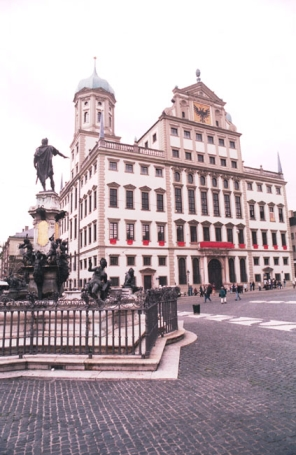 Augsburg, Augustusbrunnen und Rathaus