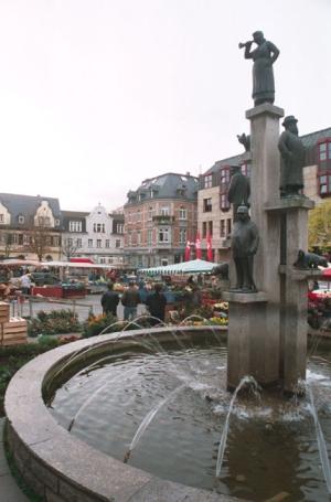 Bad Kreuznach, Kornmarkt mit Originalbrunnen